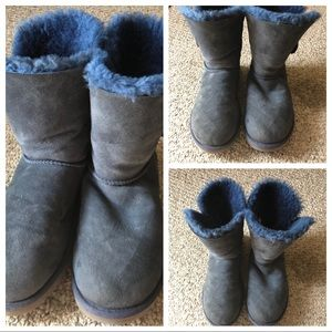 Ugg Classic Bailey Button Boot- Navy!